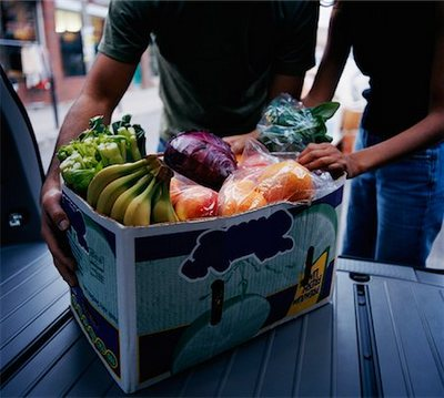 700-01459102 © Derek Shapton Model Release: No Property Release: No Couple Unloading Box of Groceries from Vehicle