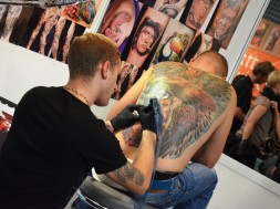 Tetoverji zbrani na konvenciji