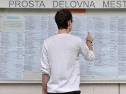 Polovica iskalcev zaposlitve dolgotrajno brezposelnih