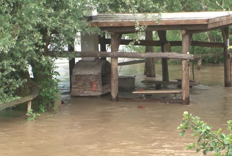 Reka Mura prestopila bregove