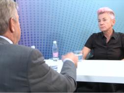 Dora s Suzano Tratnik o temeljni človekovi pravici: biti drugačen