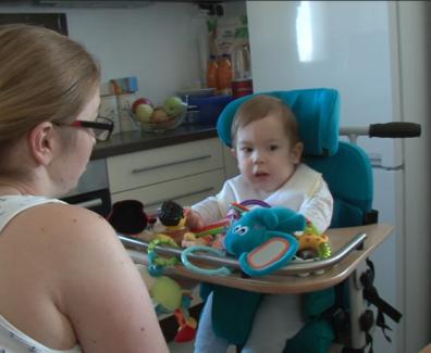 Pomagajmo malemu Vidu, ki ima cerebralno paralizo