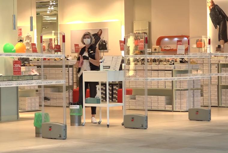 Nakupovalni centri odprli vrata