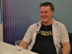 Uroš Kuzman: Od poklicnega matematika, do uspešnega stand up komika