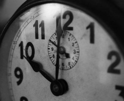 Premikanje ure
