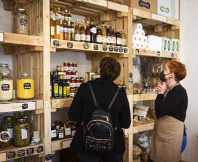 Želela je pomagati naravi, zato je odprla trgovino z izdelki brez embalaže